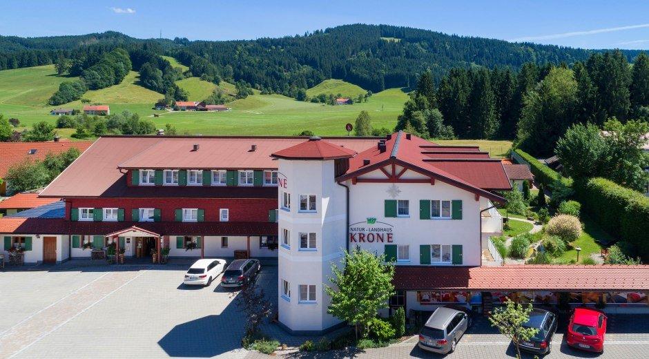 hotel-mit-hoehenzug-kugel