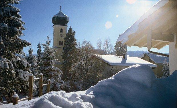 rlandschaft Westallgäu mit Kirche