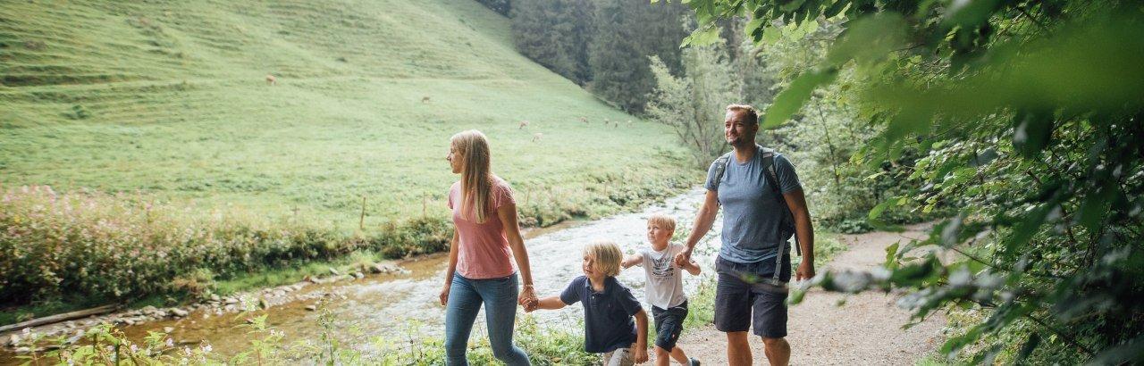 Wandern mit der Familie am Eistobel