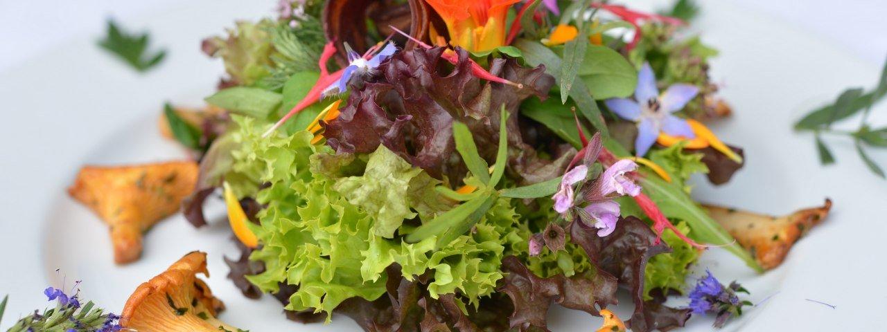 Genussregion Westallgäu Regionale Spezialitäten Pfifferlinge auf Salat