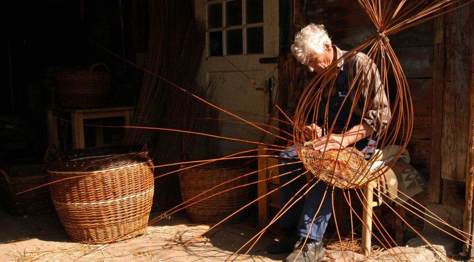 Lebensart und Tradition im Westallgäu Korbflechter