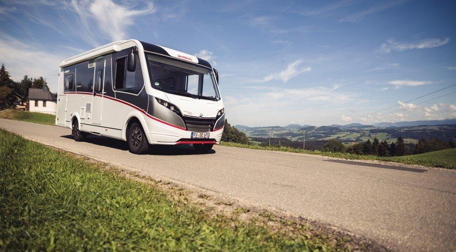 Fahrt mit dem Wohnmobil durchs hügelige Westallgäu © Frederick Sams