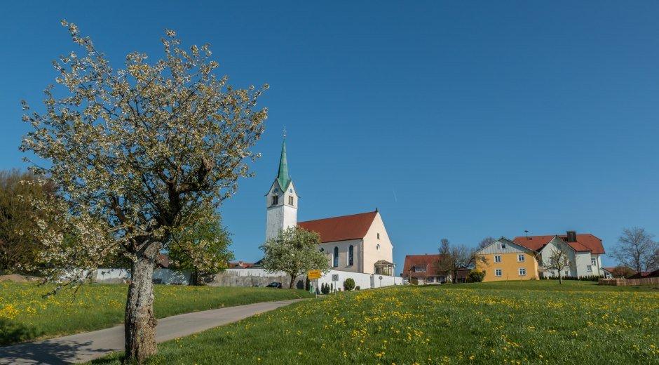 Gemeinde Opfenbach im Westallgäu mit Kirche
