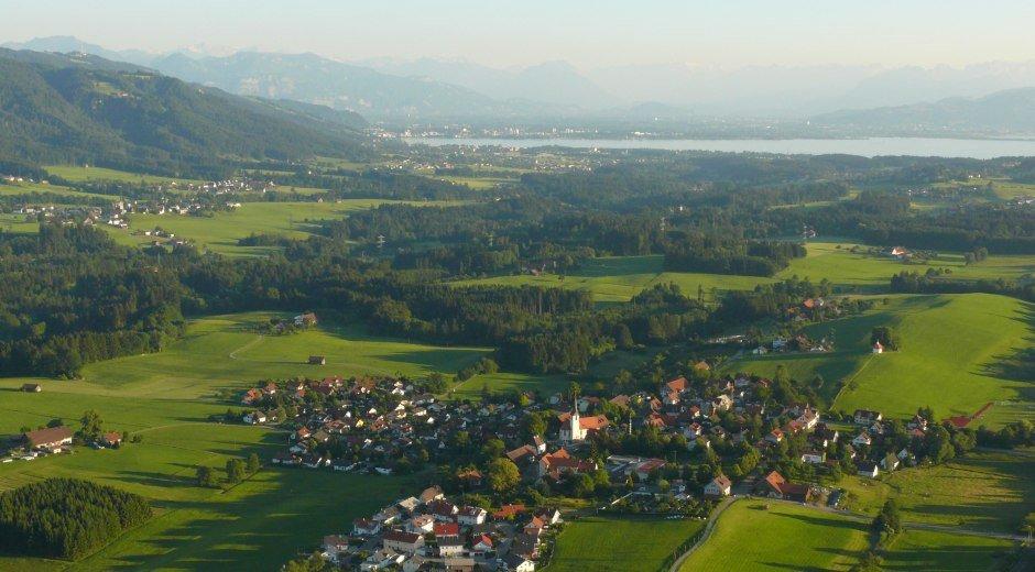 Gemeinde Hergensweiler im Westallgäu Panorama mit Blick auf den Bodensee